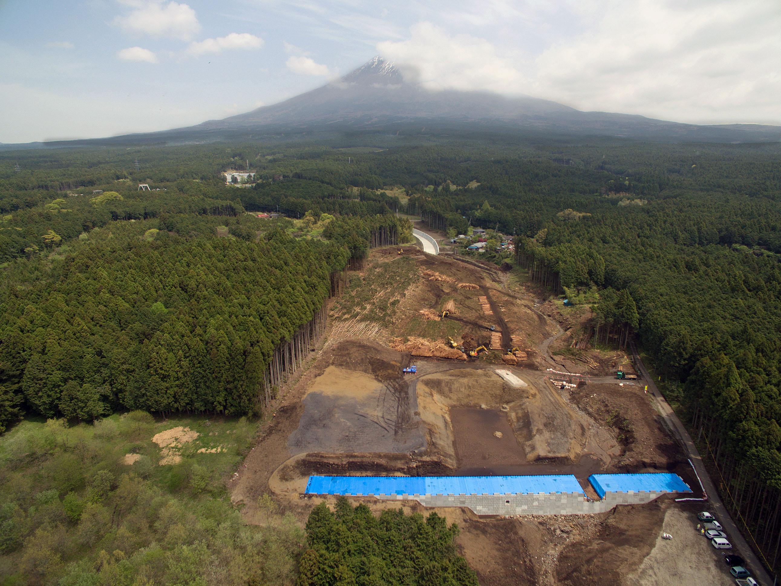 伐採が終了し、本格的な工事が始まる
